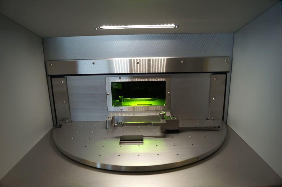 Bereich für Beladung und Entnahme, versehen mit einer aktiven LED Beleuchtung.