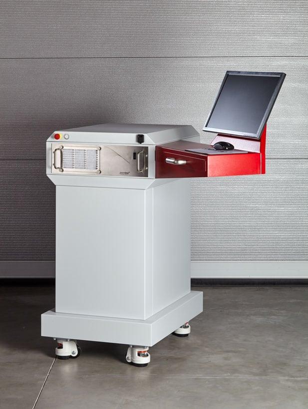 Untergestell der Maschine zur Unterbringung von Laserrauchabsaugung, Bildschirm, Tastaur und Maus.