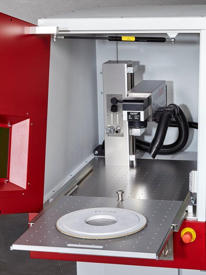Lasergravuranlage ausziehbarer Tisch