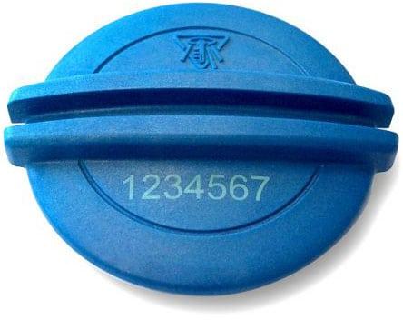 Beschriftetes blaues Werkstück aus Kunststoff